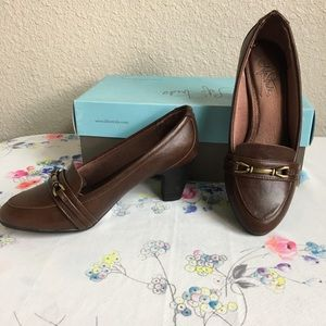 Life Stride shoes brown 2 inch heel